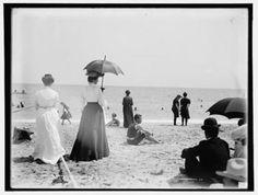 On the beach, Palm Beach,1900-1906  (via: turnofthecentury)