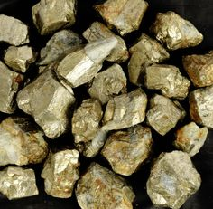 Welcome to        worldofgemsbyvijay        Product Details      Gem Type:Goden pyrite  Number of stones : 1  Total Carat Weight : 5000Ct.  Measurements in MM :N/A  Cut : rough  Color : Golden and black          Clarity : As shown in the picture  Treatment(s) :none  EGL Certificate :------  Origin :Peru    We only deal in 100% Natural Earth Mined Gemstones, & Customer satisfaction is our priority.…