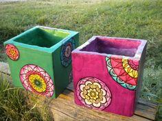 Original ideas for personalizing flower pots Painted Flower Pots, Painted Pots, Ceramic Painting, Painting On Wood, Porch Plants, Mosaic Pots, Clay Pot Crafts, Concrete Crafts, Stone Crafts