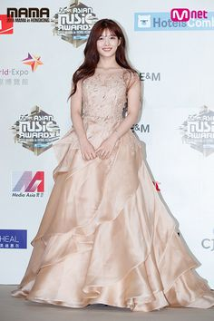 Kim Yoo Jung at the Mnet Asia Music Awards. Kim Yoo Jung, Mnet Asian Music Awards, Korean Actresses, Korean Celebrities, Red Carpet Dresses, Traditional Dresses, Fashion Pictures, Pretty Dresses, Stylish Outfits