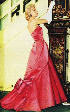 Vintage Gown. <3 1956