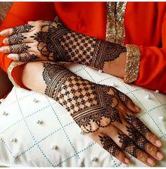 Latest Backhand Wedding Mehndi Designs For Beautiful Brides - Mehndi Indian Henna Designs, Mehndi Designs For Girls, Stylish Mehndi Designs, Dulhan Mehndi Designs, Mehndi Design Photos, Henna Designs Easy, Beautiful Henna Designs, Arabic Mehndi Designs, Mehandi Designs