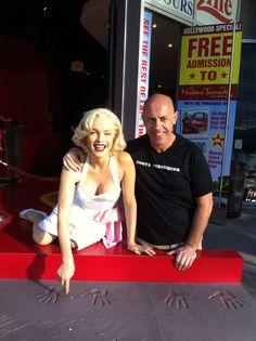 Costa Perruquer amb la Marilin MonroeSeminario en Los Angeles  (Beverly Hills)+ información: Teléfono :+34 972570461 +34 609386651 e-mail: formacion@costape... info@costaperruqu...