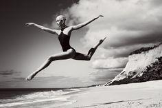 Karlie Kloss by Mario Testino for Vogue July 2012 shot in Trancoso, Brasil