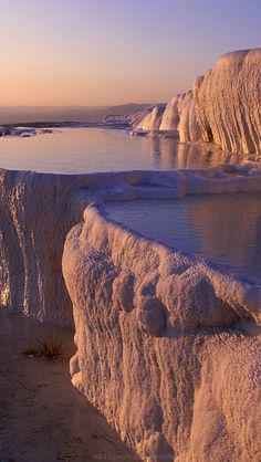 Pamukkale, which means 'Cotton Castle' in Turkish, is known as world wonder by Turkish people. Pamukkale is a natural site and a famous tourist attraction in south-western Turkey in the Denizli Province. Pamukkale, Thermal Pool, Beau Site, All Nature, Amazing Nature, Natural Wonders, Hot Springs, Belle Photo, Nature Photos