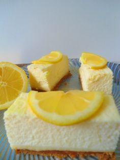 Bavarois au citron avec base de biscuit faite de petits beurres.