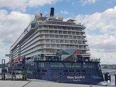 Die Mein Schiff 4 liegt in Kiel vor Anker
