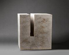 foubert-sans-titre-gres-h.53-x-47-x-40-cm.-photo-pascal-vangysel Concrete Sculpture, Concrete Art, Stone Sculpture, Abstract Sculpture, Sculpture Art, Art Concret, Cement Flower Pots, Art Minimaliste, Jean Marie