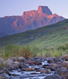 SOUTH AFRICA - The sun sets on Sentinel Peak in the Drakensberg Mountains © Emil Von Maltitz / Getty Images )Visit KwaZulu-Natal, South Africa, for stable weather, mighty mountains, moving history and massive mammals. Midland Meander, Ski Touring, Kwazulu Natal, Mountain Paintings, Mountain Landscape, Beautiful Places To Visit, Countries Of The World, Landscape Paintings, Landscapes