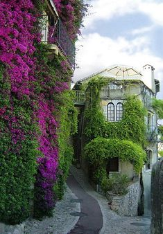 Picturesque streets of Saint-Paul-de-Vence in southeastern France