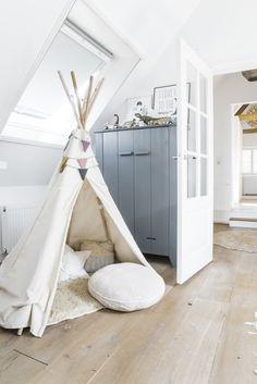 室内テントが秘密基地!愛たっぷり、お洒落すぎる子ども部屋 | STYLE4 Decor