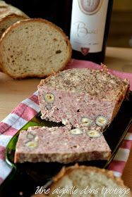 Terrine with chicken livers and hazelnuts Meat Recipes, Snack Recipes, Cooking Recipes, Snacks, Foie Gras, Tapas, Good Food, Yummy Food, Fast Food