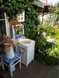 Krásný den Vám všem Shabby, Gardening, Table, Home Decor, Decoration Home, Room Decor, Garten, Tables, Lawn And Garden