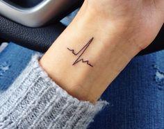 tatuaje de latidos de corazón delicado