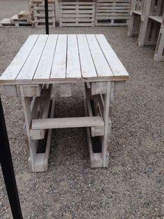 Garden Furniture, Diy Furniture, Wooden Christmas Trees, Outdoor Tables, Outdoor Decor, Garden Bar, Pallet Creations, Terrazzo, Pallet Projects
