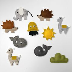 Muziekmobiel CUSTOM MADE - boxmobiel - babymobiel - Muffie & Snuffie -babyuitzet - wolvilt - babykamer - kinderkamer - handgemaakt - baby - zwanger - kraamkado - babykamerinspiratie…More Baby Crafts, Felt Crafts, Diy And Crafts, Sewing Toys, Baby Sewing, Baby Kostüm, Baby Presents, Mini Craft, Baby Crib Mobile