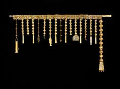 Silla Gold Girdle -- A c. century CE gold girdle from the Silla kingdom of south-eastern Korea BCE - 668 CE). From the Gold Crown Tomb , Gyeongju . National Treasure No. Korean Jewelry, Ethnic Jewelry, Metal Fish, Korean Art, Korean Drama, Gold Belts, Vine Design, Dragon Pendant, Korean Traditional