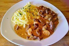 Beef sliced with chanterelles from Nom Nom, Avocado, Spaghetti, Curry, Food And Drink, Pasta, Beef, Restaurant, Chicken