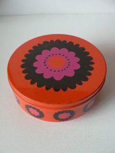 vintage 1970s dutch Brabantia metal cookie box / by secreteyesonly, $27.99