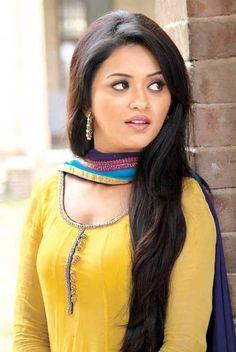 Ragini Nandwani Height Weight Bra Size Body Measurements Wiki, Ragini Nandwani breast size, figure size, shoe size, hip size, body facts