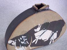 Colagem de argila preta com porcelana
