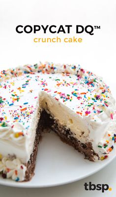 Copycat Dairy Queen Ice Cream Cake - - We all scream for ice cream (cake). Keep the oven off and make this simple DIY ice cream cake that tastes just like the real thing. Logo Ice Cream, Diy Ice Cream, Ice Cream Treats, Ice Cream Desserts, Ice Cream Party, Homemade Ice Cream, Ice Cream Recipes, Ice Cream Cakes, Make Ice Cream Cake