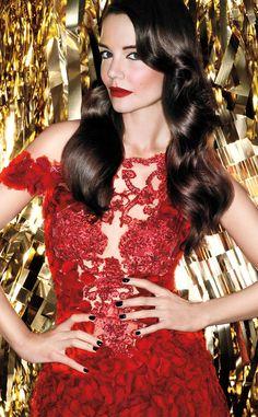 Katie Holmes rocking Bold red lipstick from Bobbi Brown #stylecrush