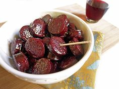 A quick and easy appetizer. Smoked sausage coated in a reduced red wine and honey glaze. Quick And Easy Appetizers, Recipes Appetizers And Snacks, Yummy Appetizers, Appetizers For Party, Chorizo, Yummy Eats, Yummy Food, Tasty, Sausage Appetizers