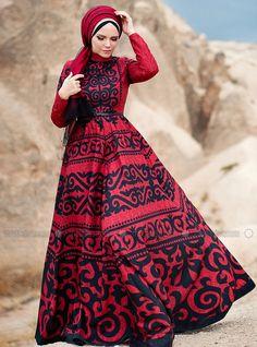 The perfect addition to any Muslimah outfit, shop Muslima Wear's stylish Muslim fashion Shawl - Fully Lined - Crew neck - Muslim Evening Dress. Find more Muslim Evening Dress at Modanisa! Bella Dresses, Modest Dresses, Modest Outfits, Modest Clothing, Maxi Dresses, Islamic Fashion, Muslim Fashion, Modest Fashion, Green Chiffon Dress