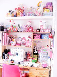 kawaii-i:My craft desk (by Zygomatics)