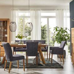 An Urban Jungle führt 2020 kein Weg vorbei. Massive Hölzer. Sattes Grün. Klare Formen. Liebe kann so einfach sein ... Loft, Dining Table, Nature, Furniture, Design, Home Decor, Dinner Table, Love, Simple