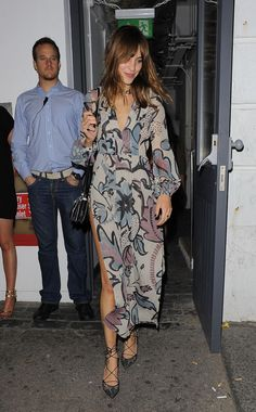 Alexa Chung.. Burberry Prorsum Fall 2014 floral print dress, and Bionda Castana heels.. Celebrity Style Inspiration, Fashion Inspiration, Alexa Chung Style, Nice Dresses, Maxi Dresses, Burberry Prorsum, Her Style, Spring Summer Fashion, Style Guides
