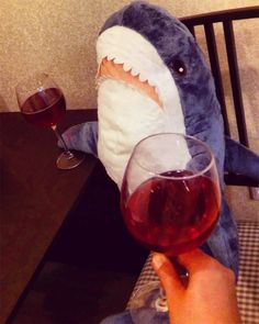 People Are So In Love With The New Plush Shark Toy Released By IKEA - World's largest collection of cat memes and other animals Cute Shark, Great White Shark, Baby Shark, Shark Meme, Shark Week Memes, Shark Plush, Iphone Wallpaper Vsco, Shark Art, Animals