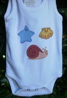 Body marino. 8€ Original body infantil para regalar al recién nacido de tu amigo o amiga. Si quieres cambiar algún detalle o añadir detalles nuevos, escríbenos a nohay2iguales@nohay2iguales.com y lo vemos.