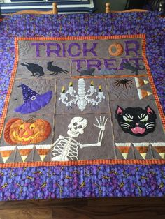 Designed and Pieced by Lisa DeBee Schiller, Quilted by Kim Norton - A Busy Bobbin Halloween Sewing, Fall Sewing, Halloween Projects, Holidays Halloween, Halloween Crafts, Halloween Decorations, Halloween Quilt Patterns, Halloween Quilts, Quilt Stitching