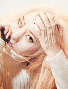Jung SooJung (born October better known by Krystal, is an American and South Korean singer and actress based in South Korea Krystal Sulli, Krystal Fx, Jessica & Krystal, Jessica Jung, Fx Red Light, Kpop Girl Groups, Kpop Girls, Korean Girl, Asian Girl