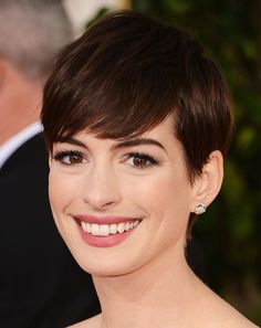 We LOVE Anne Hathaway's grown out pixie Golden Globes 2013 - via Beauty High