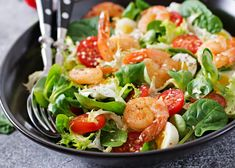 grilled shrimps and fresh vegetable salad and egg Grilled Fish Recipes, Healthy Grilling Recipes, Chicken And Shrimp Recipes, Grilled Shrimp, Healthy Salads, Seafood Recipes, Pasta Recipes, Rib Meat, Fresh Seafood