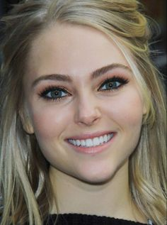 Anna Sophia Robb, Orange eyeshadow