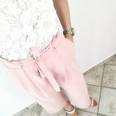 New week in pinks & lace   #pink #lace #crop #trousers #heels #romantic #officestyle #officelook #newweek #summer #summeroutfit #summerlook #wiwt #whatiwear #lookbook #tb #instafashion #instalook #instastyle #stylish #trend #nofilter  #blogger #bloggerlife #bloggerstyle #fashionblogger #zkstyle