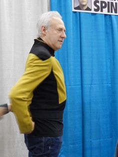 Brent Spiner tries on one of his old TNG uniforms -- an original, screen-used costume -- at this weekend's Fan Expo in Vancouver 2015 Star Trek News, Star Trek Tv, Celebrity Yearbook Photos, Perry Rhodan, Star Trek Images, Akira, Star Trek Characters, Celebrities Then And Now, Starship Enterprise