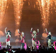 2NE1 Trending On Facebook Following News Of CL's US Debut http://www.kpopstarz.com/articles/124764/20141016/2ne1-trending-on-facebook-following-the-news-of-cls-us-debut.htm