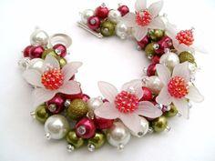 https://www.etsy.com/fr/listing/110504077/bracelet-de-noel-hiver-berry-bracelet-de Bracelet de Noël, hiver Berry, Bracelet de perles perles blanche, mariage d'hiver, Cluster Bracelet, Bracelet Chunky, rouge, blanc, vert