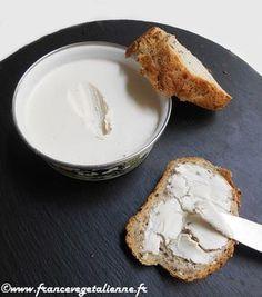 Voici du beurre végétal hyper simple à faire et presque aussi vrai que le «vrai»! Pas besoin de lécithine de soja, de gomme de guar ou autres ingrédients compliqués. Ici, suffisent: noix de cajou, huile de coco désodorisée, eau, huile d'olive et sel. Pratique, ce «beurre» se tartine à merveille: sur une biscotte, un toast, de la brioche. Il peut entrer dans la composition de pâtisseries dont les plus réputées en matière d'utilisation de beurre sont bretonnes, kouign amann en ...