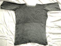 Usbergo a manica corta taglia: L/XL, realizzato completamente a mano. Puoi acquistarlo qui: http://www.voluntartis.com/prodotto/usbergo-a-manica-corta-taglia-lxl/