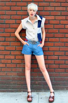 Agyness Deyn wearing Beckerman tie top and shorts! Tomboy Fashion, Unisex Fashion, Fashion Outfits, Agnes Deyn, Flat Chested Fashion, Style Snaps, Sexy Jeans, Pixie Hairstyles, Fashion Pictures