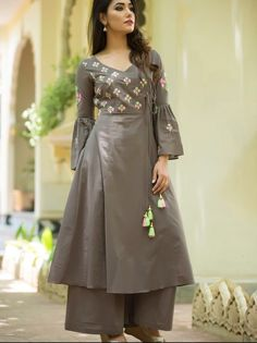 Designer Dresses for older women Simple Kurti Designs, Kurta Designs Women, Kurti Neck Designs, Dress Neck Designs, Kurti Designs Party Wear, Designs For Dresses, Kurti Sleeves Design, Pakistani Dresses, Indian Dresses
