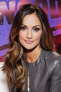 Minka Kelly Face Shape: Long Square Kelly's soft, flowing waves contrast nicely with her sexy, chiseled features.