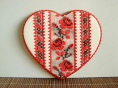 расписной пряник в стиле украинской вышиванки