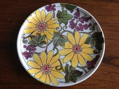 Ceramic painted by Mara Ribeiro - Santa Cerâmica Bird Feeders, Arts And Crafts, Santa, Pottery, Ceramics, Deco, Tableware, Crockery Set, Painting